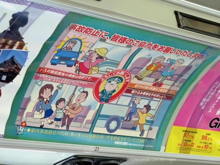 cartel con las normas en un bus