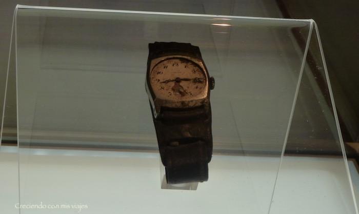 el reloj muestra la hora de la fatídica explosión…