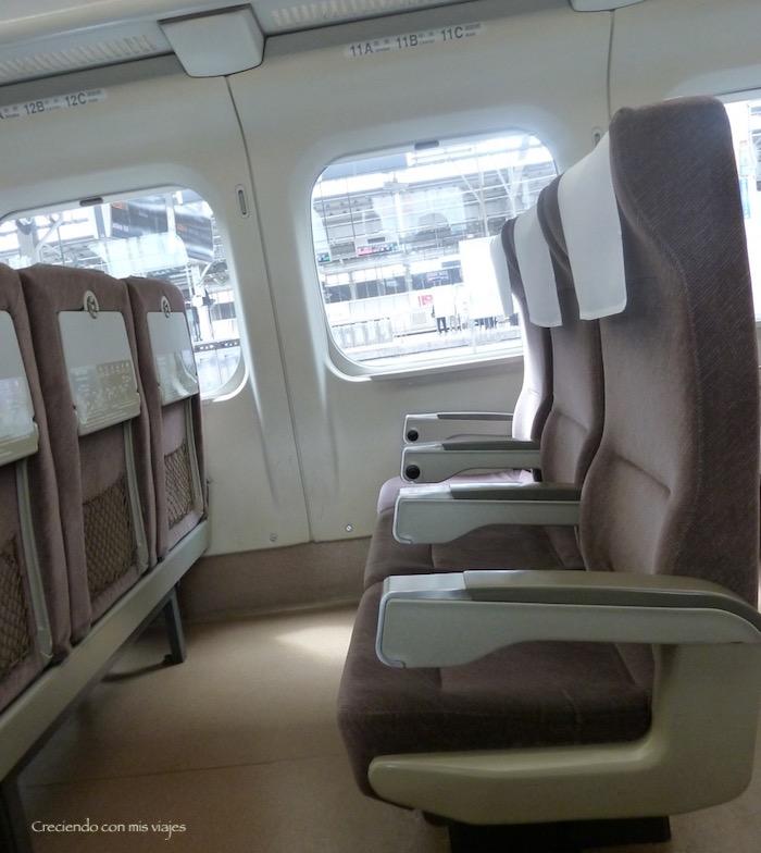 interior del Shinkansen Hikari