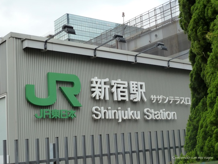 el logo verde JR es común para todos los trenes y estaciones de la compañía Japan Railways