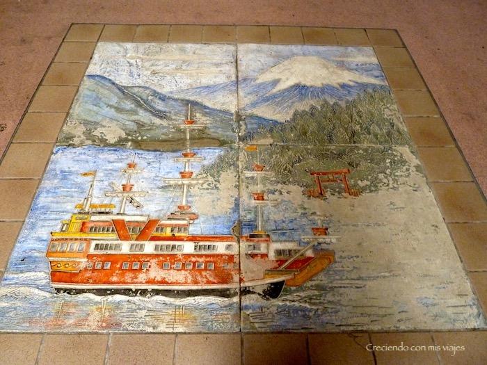 mosaico en el suelo de la estación