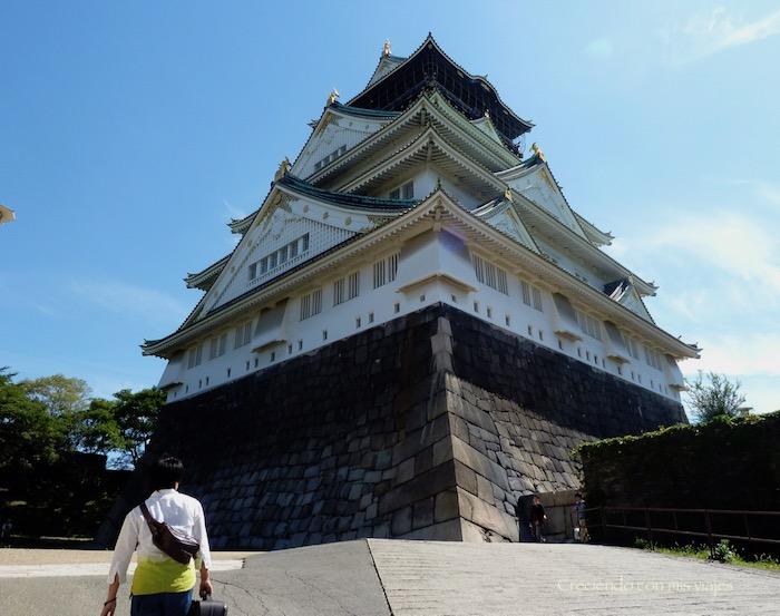 Lo flipo con los japos que van de turismo cargados con la maleta… ¿!no han descubierto las consignas?!