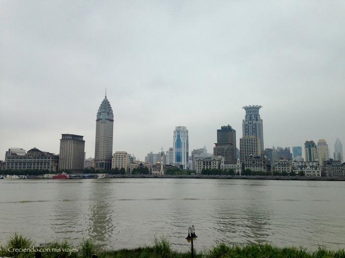 Bund de Shanghai desde la orilla del río Huangpu