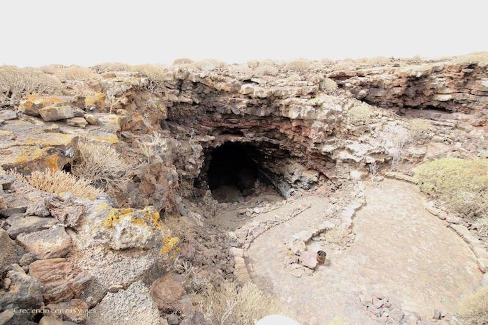 acceso a la Cueva de los Verdes - Cueva de los Verdes y Jameos del Agua