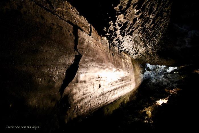 formaciones calizas en Cueva de los Verdes - Cueva de los Verdes y Jameos del Agua