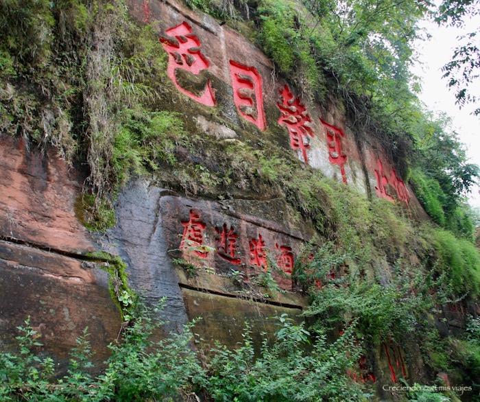pinturas e inscripciones en Leshan - Buda de Leshan